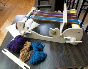 Rigid loom with thread.